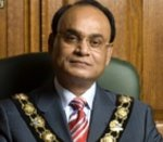 Camden mayor in benefit fraud probe stripped of chain